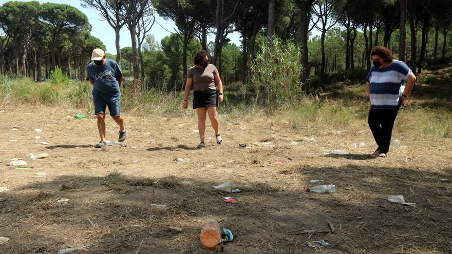Macrobotellot amb 500 persones a Regencós amb pedres contra els Mossos