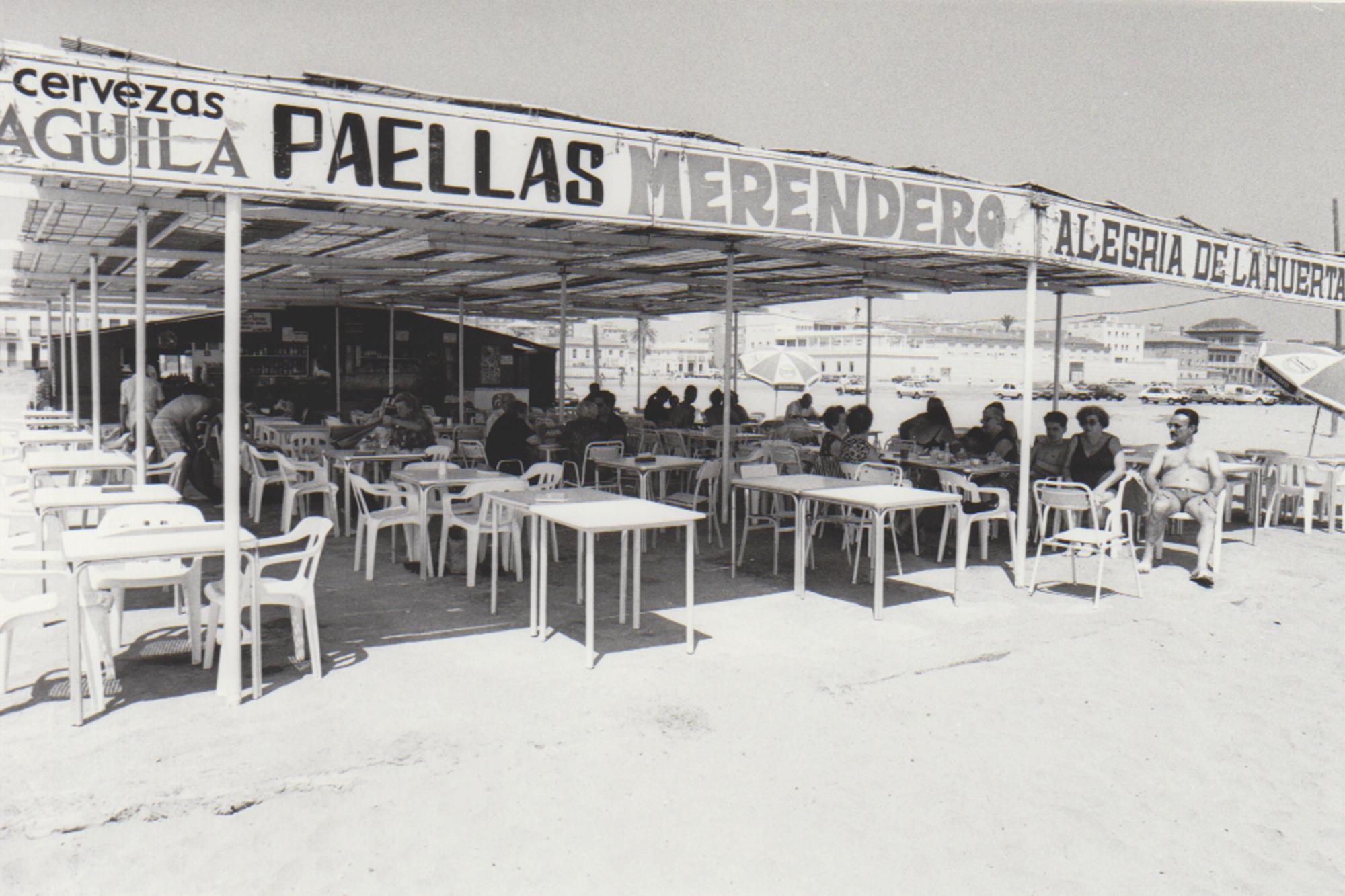 Así eran los chiringuitos en las playas de València y Alboraia en los años 80