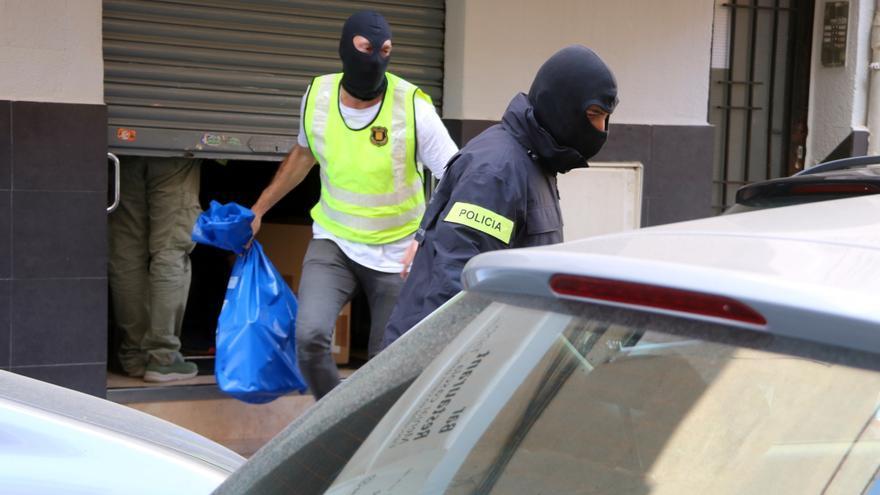 El jutge envia a presó catorze dels detinguts en l'operació contra el tràfic de drogues de la setmana passada
