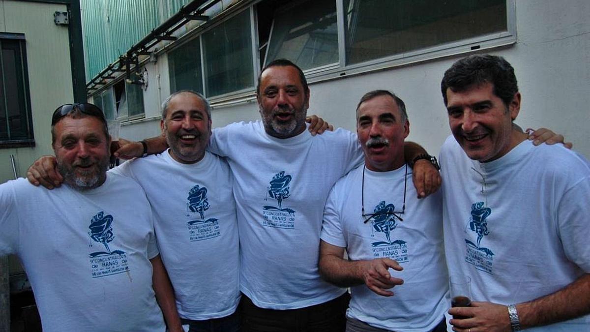 Javier, primero por la derecha, con compañeros de la sección de buceo del Club del Mar.     // LA OPINIÓN