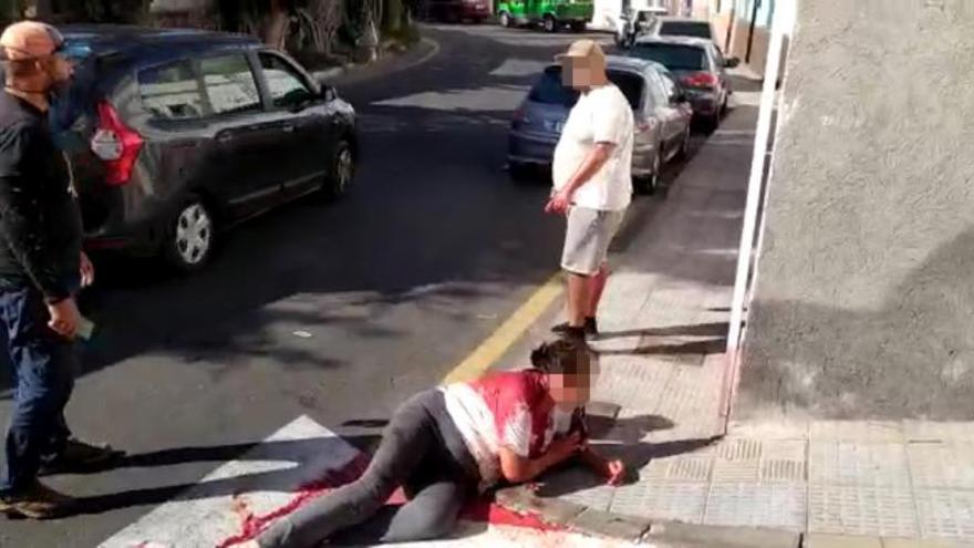 Grave una mujer al ser apuñalada en el cuello por su sobrino en Guía de Isora