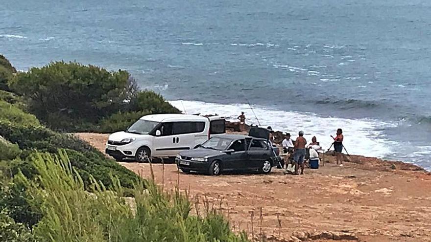 Advierten de un acceso incontrolado de coches a la playa de la Renegà de Orpesa