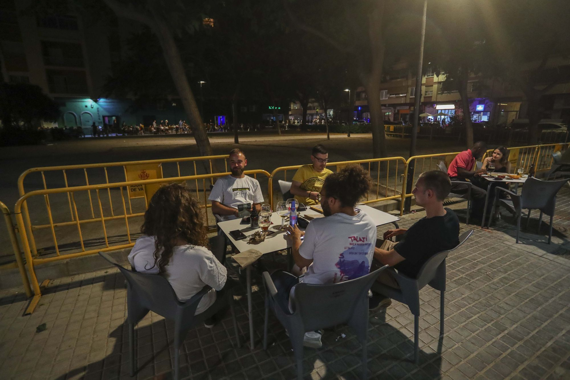 Botellón en Valéncia en la Malva-rosa y plaza Honduras