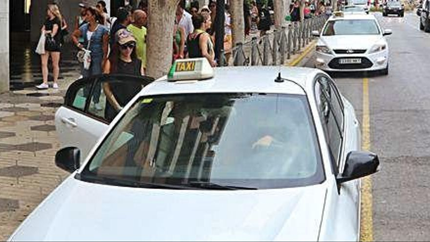 El PP de Sant Josep exige al PSOE que aclare si el alcalde puede o no mantener el cargo y la licencia de taxi