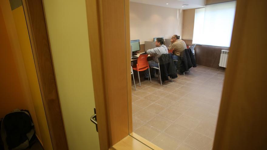 Un brote de covid obliga a cerrar el centro de Servicios Sociales y el telecentro de Marcos del Torniello