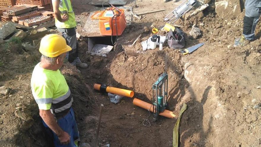 Tall a l'N-260 per una fuita de gas en unes obres al pavelló de Campdevànol