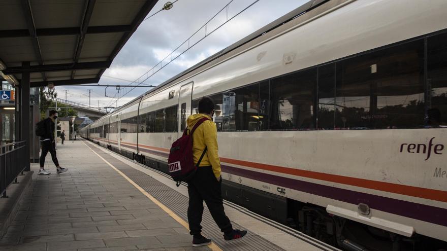 El Govern no té previst ampliar les freqüències a les línies de tren gironines