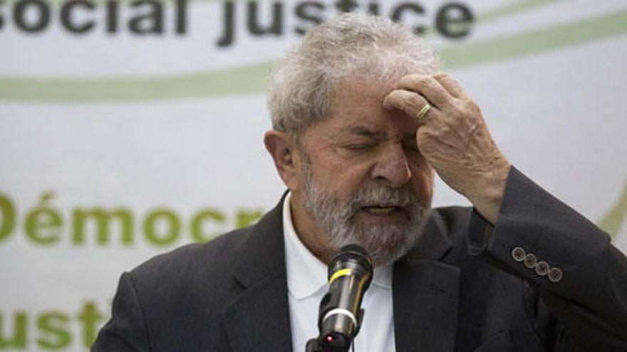 La Fiscalía pide investigar a Lula y a tres ministros de Rousseff