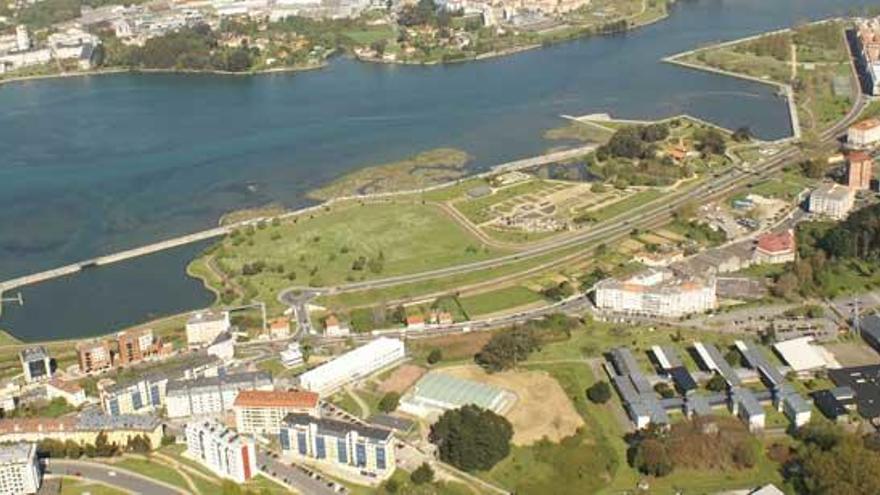 Concellos y mariscadores piden soluciones a Xunta y Estado por el dragado