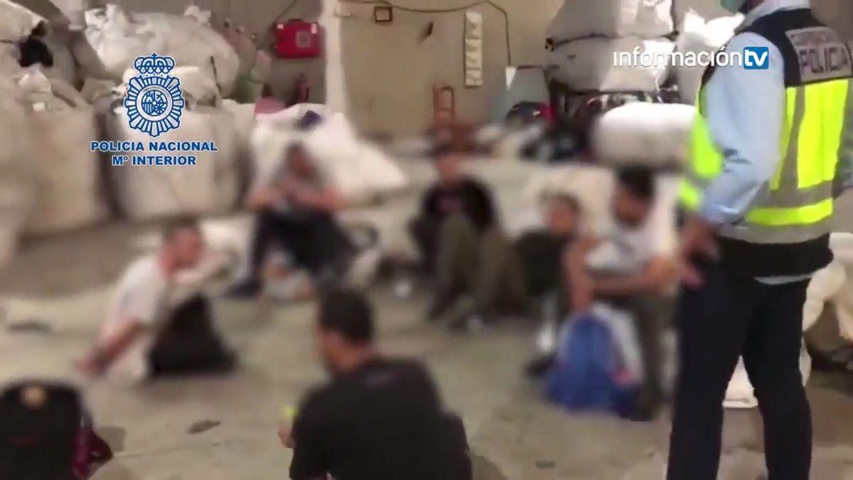 Jornades de 12 hores al dia classificant roba per 400 euros al mes a Cocentaina