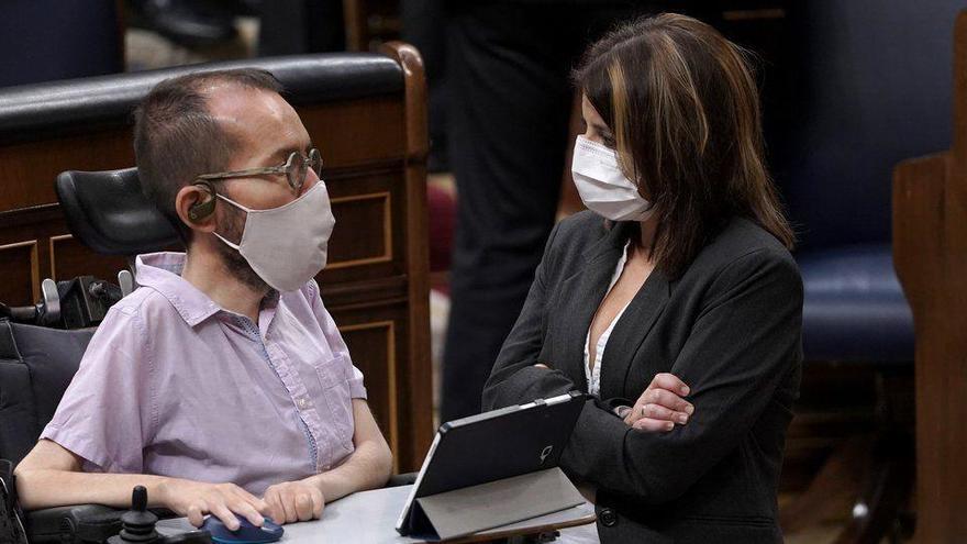 """Iglesias exige al PSOE acabar con la """"sobrerretribución"""" de las eléctricas"""