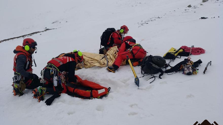 Hallan con síntomas de congelación al joven sueco que se perdió en el Pico Torres
