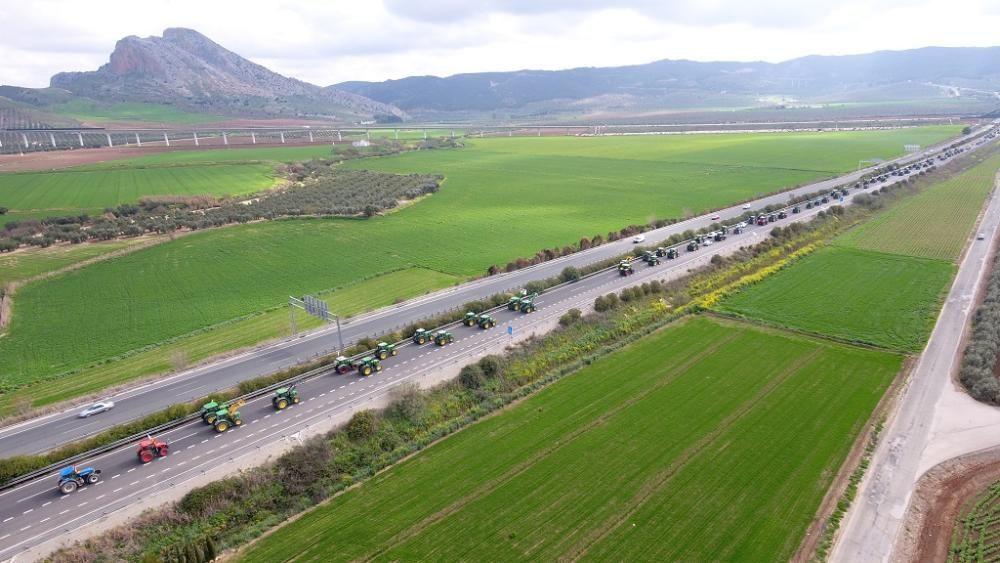 La tractorada arranca en la A-92, a su paso por Antequera.