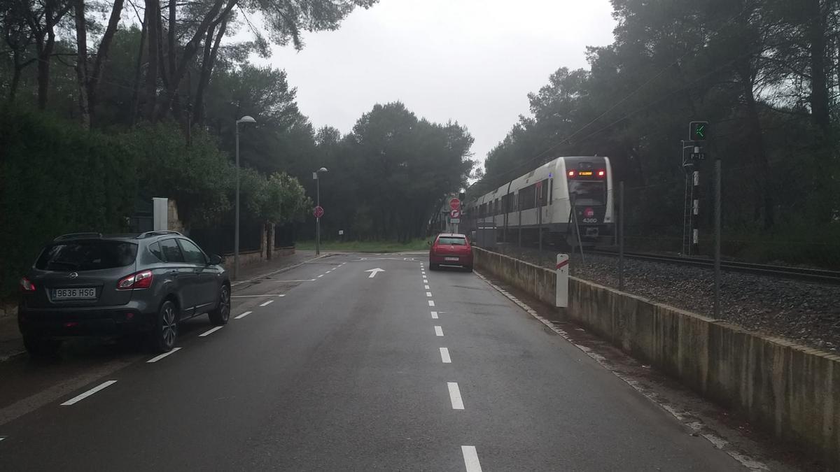 Zona de estacionamiento próxima a la estación de metro de la Vallesa