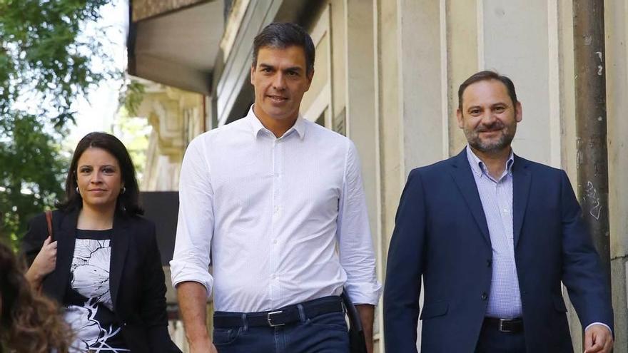 """Sánchez dejará a los """"barones"""" fuera de una ejecutiva que buscará la integración"""