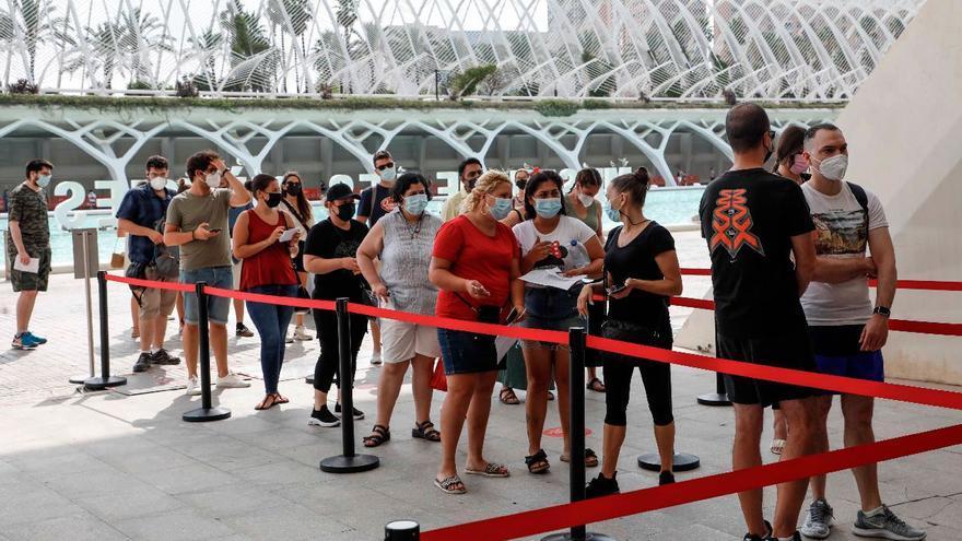 València y su área metropolitana doblan el nivel máximo de riesgo a un mes de las Fallas