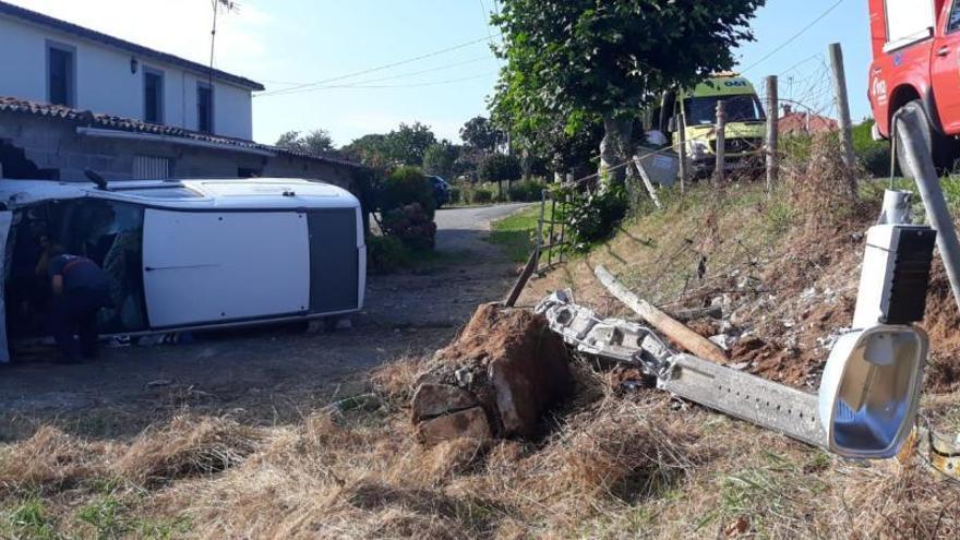 Herido grave el conductor de un vehículo que se salió de la vía en Oza-Cesuras