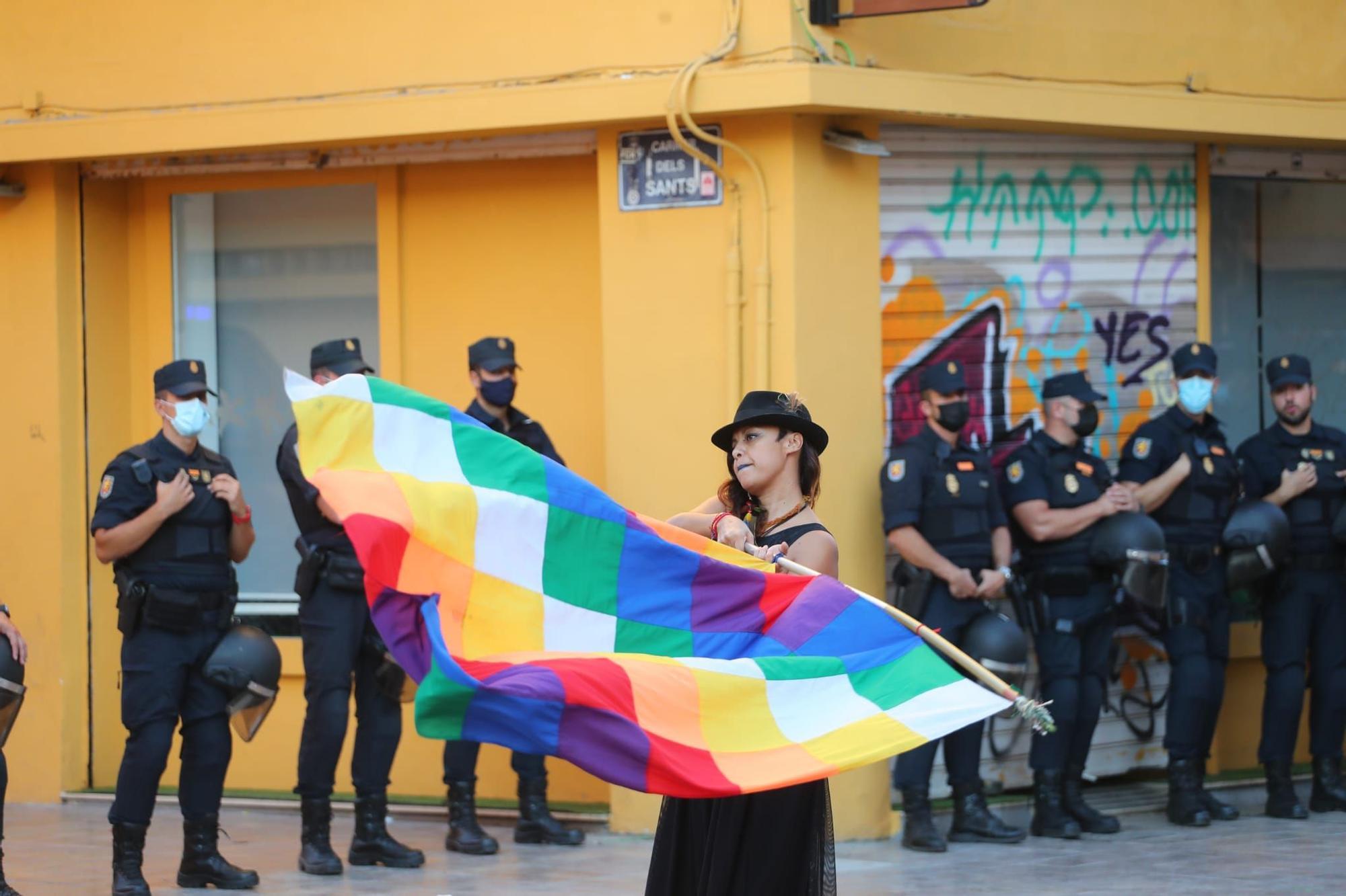 Una manifestación antirracista congrega a 400 personas en Orriols