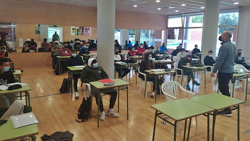 La simbiosis entre el IES Maria Enríquez y el ayuntamiento eleva la presencialidad al 75%