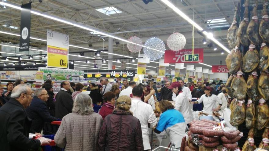 Carrefour abre sus puertas y desborda sus previsiones
