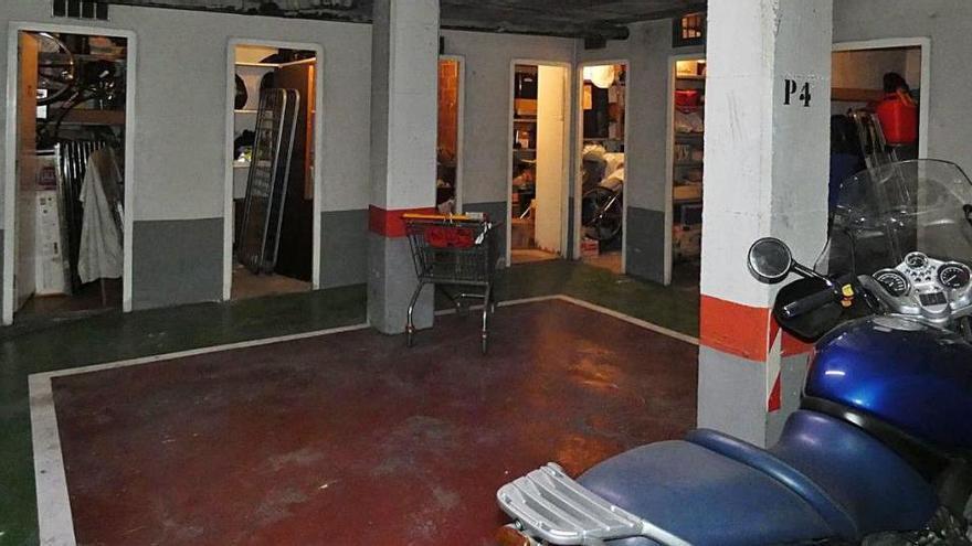 Detenen un lladre reincident per robar en 42 trasters i aparcaments de Girona