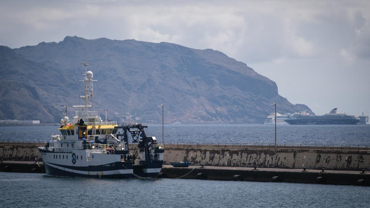 El buque 'Ángeles Alvariño' regresa al puerto de Santa Cruz.