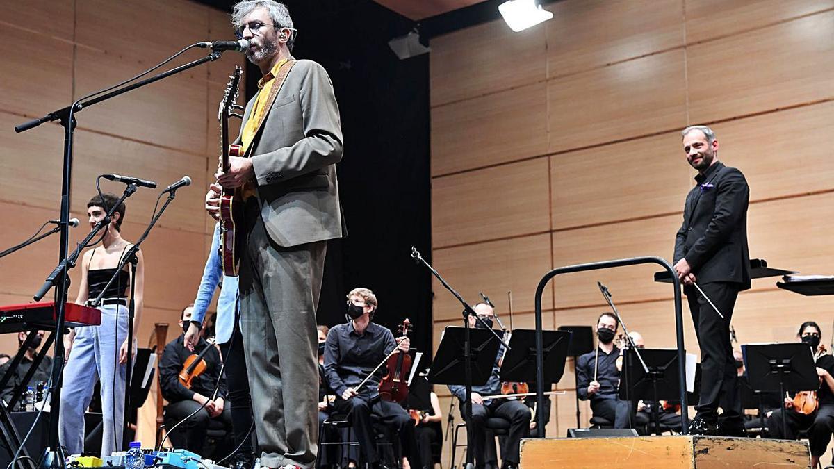 Xoel López en su concierto con la Orquesta Sinfónica de Galicia en el Coliseum.   | // CARLOS PARDELLAS