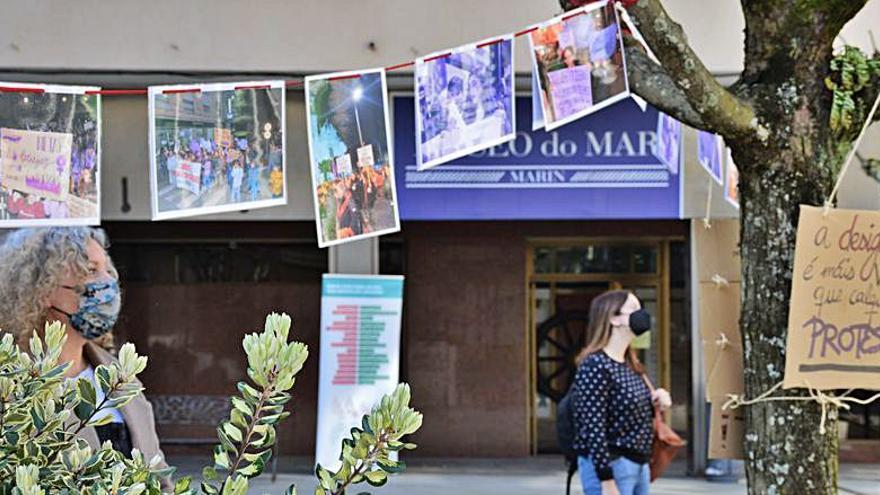Los espacios urbanos de Marín lucen mensajes y símbolos feministas