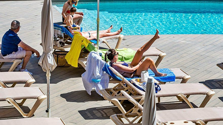 La patronal turística desafía el bloqueo británico y abrirá el 70% de los hoteles a partir de julio