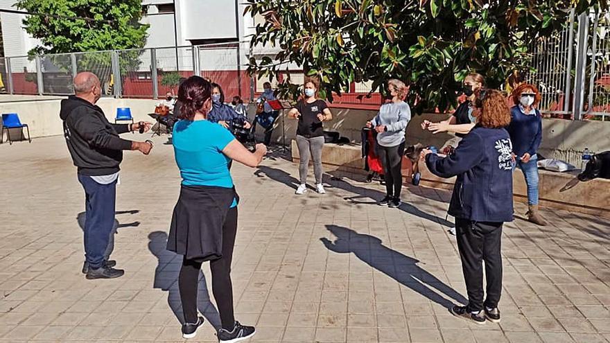 Ensayo al aire libre del Grup l'Olivar de Alaquàs
