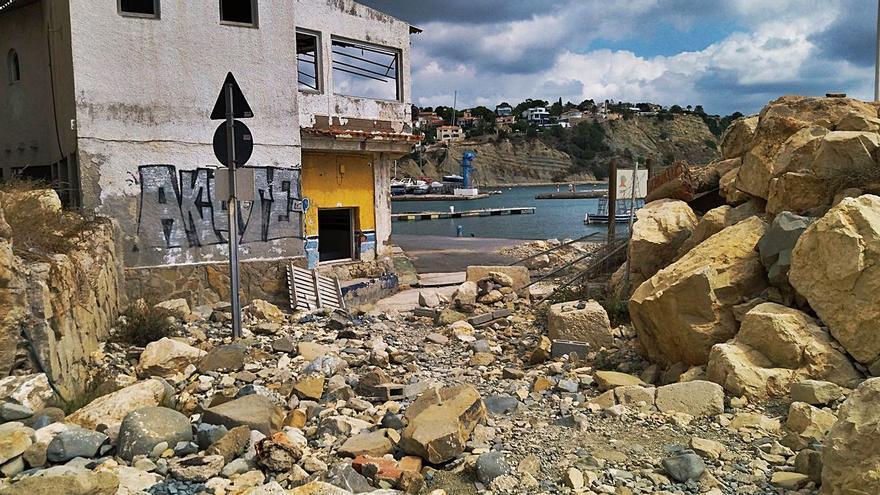 La cochambre se apodera de Puerto Blanco de Calp
