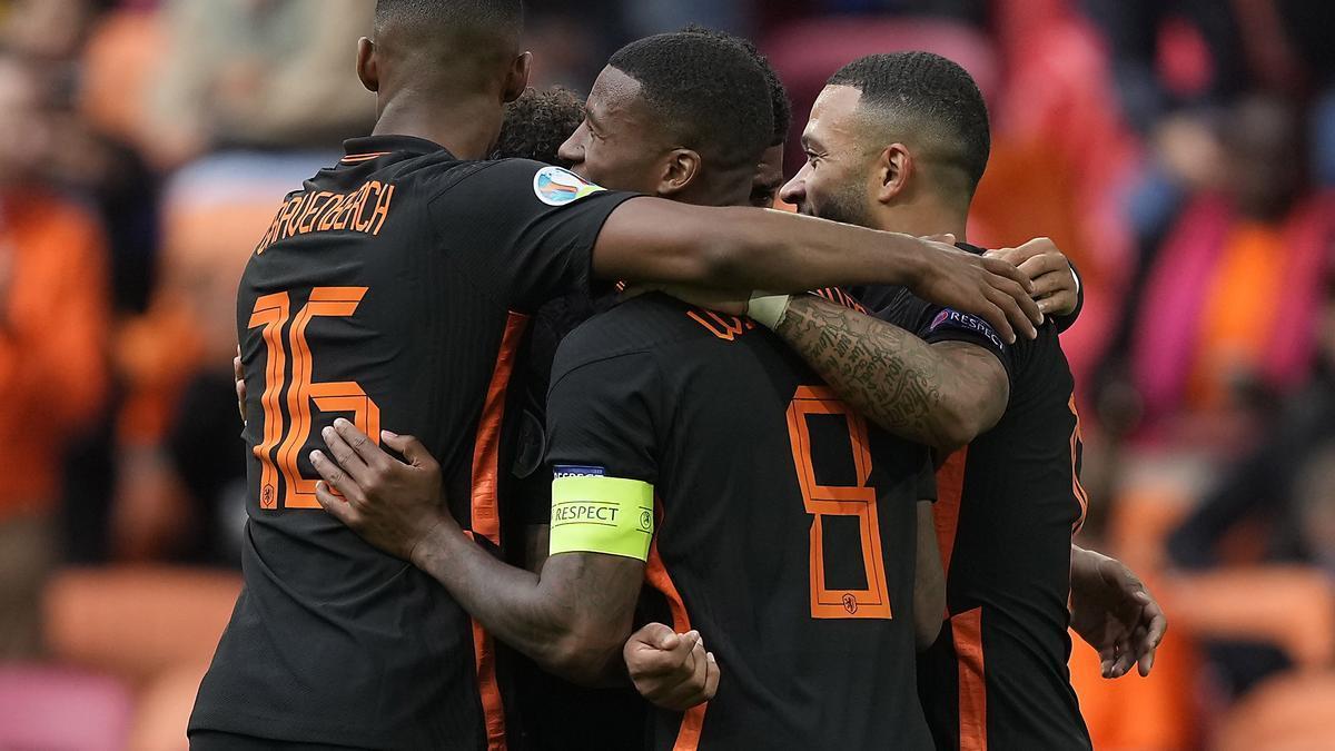 Los jugadores holandeses celebran uno de los goles ante Macedonia