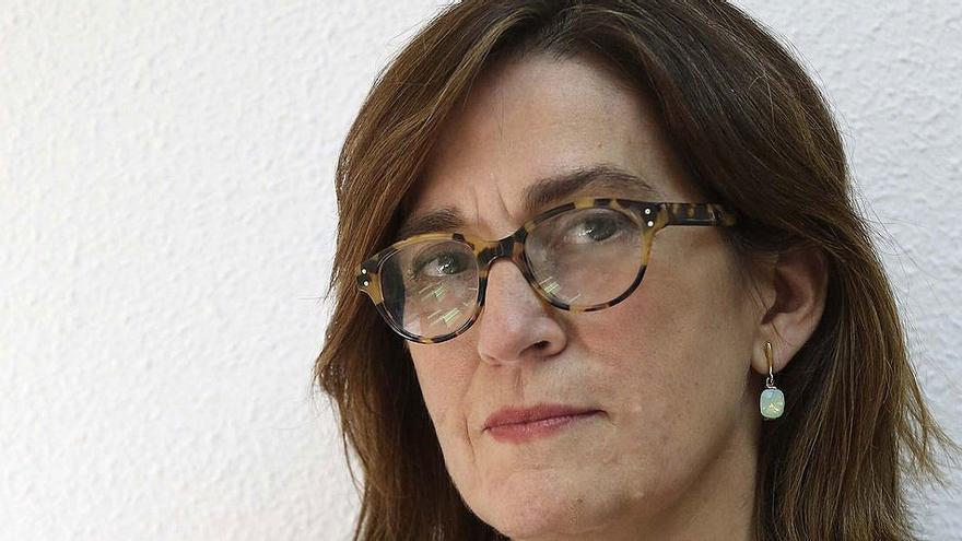 La periodista de El Periódico de Catalunya Rosa María Sánchez, ganadora del premio 'Carlos Humanes'