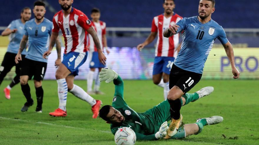 Uruguay vence a Paraguay y se las verá con Colombia