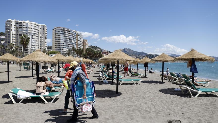 La Policía Local mantiene el dispositivo especial en las playas para evitar concentraciones