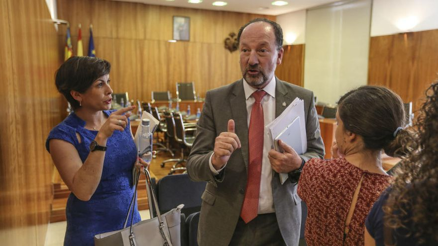 El informe de Sanidad señala que no consta que el alcalde de Orihuela acudiera a su trabajo durante 4 años