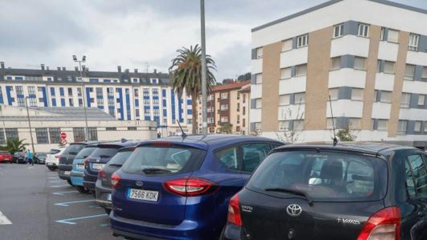 El PSOE prevé zona azul en Luanco en el verano para ordenar los aparcamientos