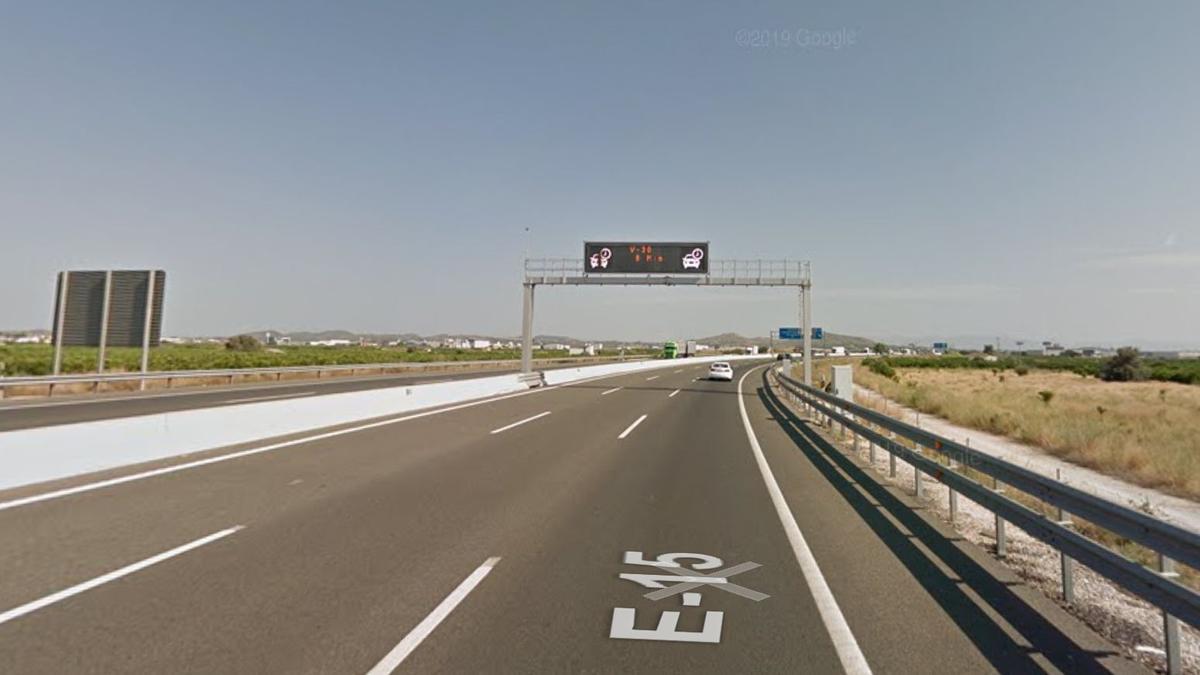 Punto aproximado de la carretera AP-7 en el que se habría producido el accidente de tráfico.