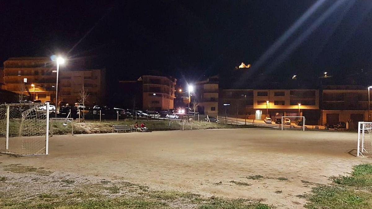 El camp de futbol situat a la part inferior del Camp del Serra