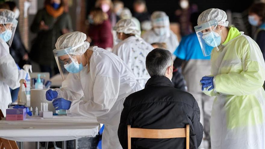 Sanidad notifica 10.222 nuevos contagios de coronavirus y 369 fallecidos