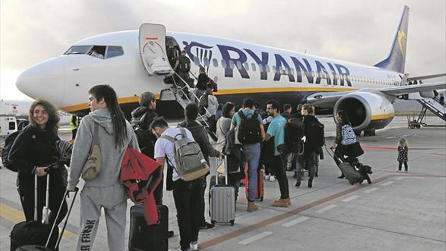 Empresas turísticas piden ser «más agresivos» al vender el aeropuerto