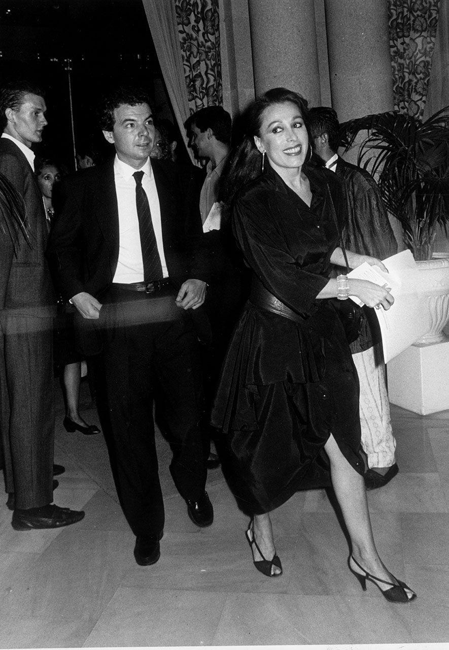 Pablo Lizcano y Massiel en el desfile de moda gallega Luada Magar 1987.jpg