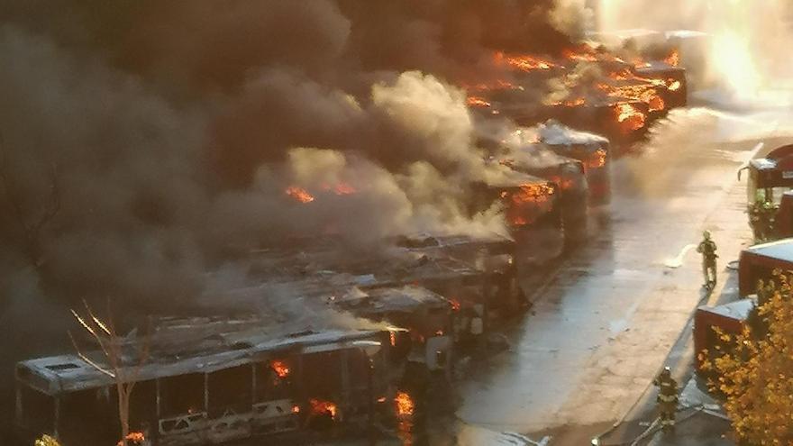 Incendio en las cocheras de la EMT de San Isidro