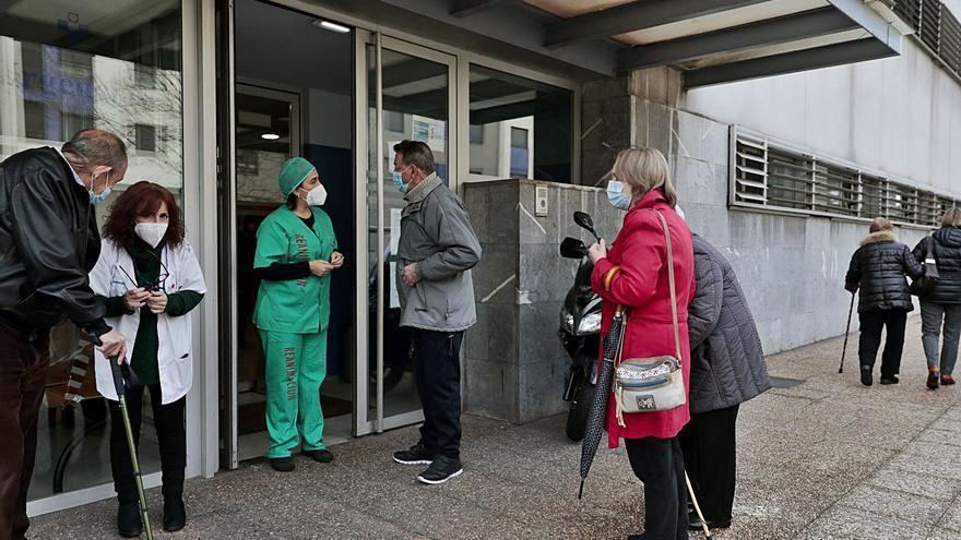 Salud cita ya a los mayores de 80 años en los centros de salud para inmunizarlos