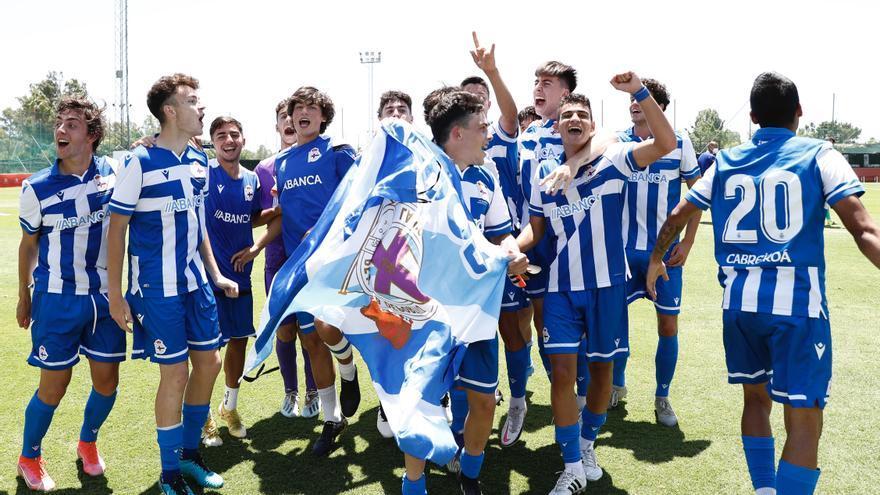 Así celebraron los juveniles del Dépor el título de la Copa de Campeones tras el pitido final