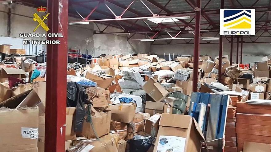 El cop de les falsificacions a la Jonquera: 90.000 objectes valorats en 24 milions
