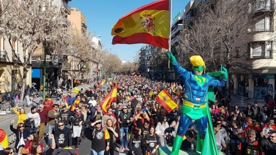 """Miles de policías nacionales y guardias civiles vuelven a manifestarse por la equiparación """"real"""" de los salarios"""