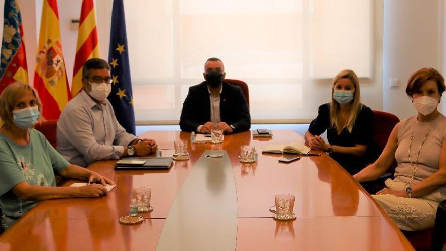 Benlloch mediará con la Generalitat por el brote de covid en la residencia DomusVi de Vila-real