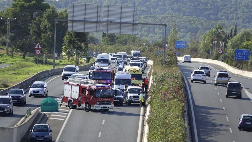 Cortan la autopista de Andratx por una colisión de varios vehículos