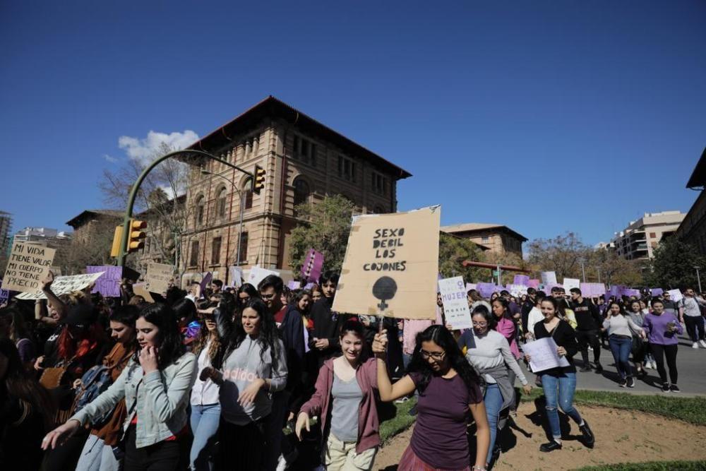 Huelga feminista: Manifestación de estudiantes en Palma
